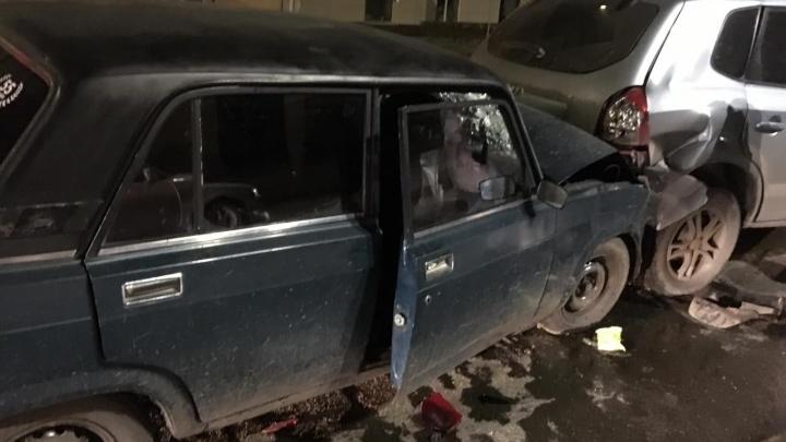 На проспекте Маркса пьяный 17-летний водитель врезался в две машины