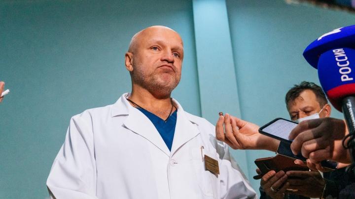 Начмед БСМП-1, в которой лечили Навального, решил уволиться из больницы. Он будет работать хирургом