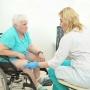 Врачи научились восстанавливать суставы и связки без операции и без протезов
