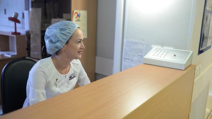 Плановые приемы в поликлиниках Екатеринбурга восстановили, но прийти можно не всем