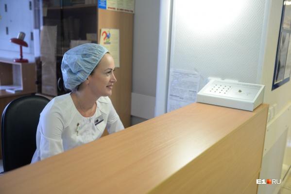 Приемы в поликлиниках Свердловской области частично восстановили