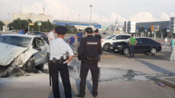 В аварии пострадали двое: подробности ДТП на парковке аэропорта Кольцово