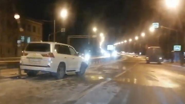 Беременная женщина за рулем Lexus врезалась в пазик с военными на трассе М-8