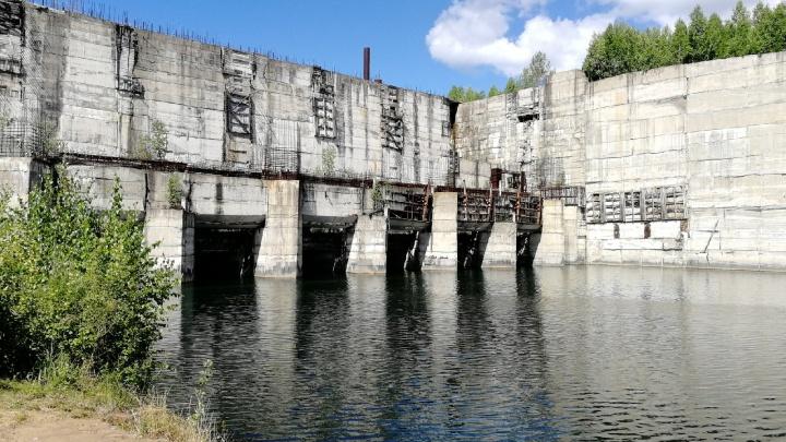 Крапивинскую ГЭС в Кузбассе всё же достроят. Она стоит почти 30 лет