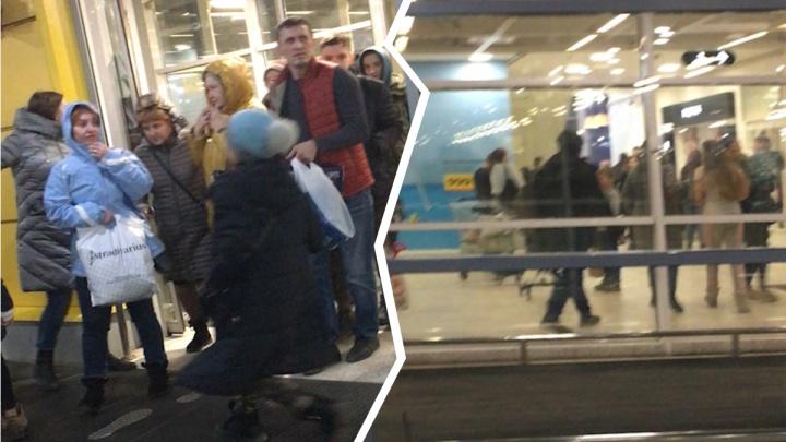 В Самаре из ТЦ «Мега» эвакуировали по тревоге 1000 человек