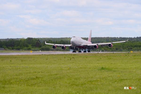 Самолет сделает три посадки в аэропортах России