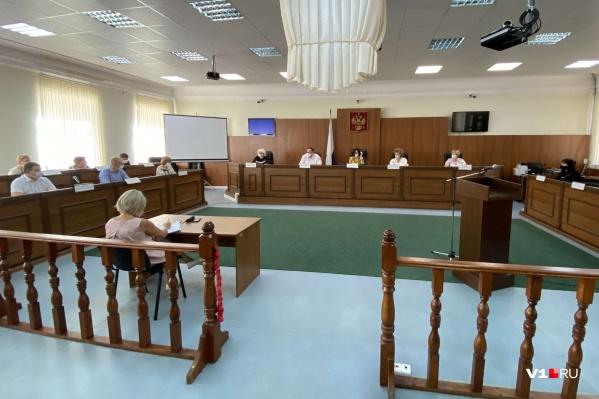 У комиссии 30 дней, чтобы оценить этичность общения Юлии Добрыниной с женой бизнесмена Владимира Зубкова