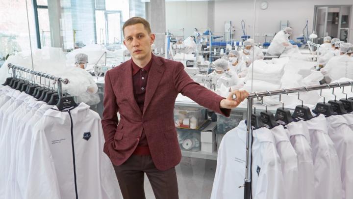 Екатеринбургский модельер перенастроил три свои фабрики на выпуск защитных костюмов и масок для врачей