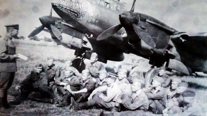 «К утру нужно собрать 10 самолётов»: история авиамеханика, который восстанавливал самолеты прямо на фронте
