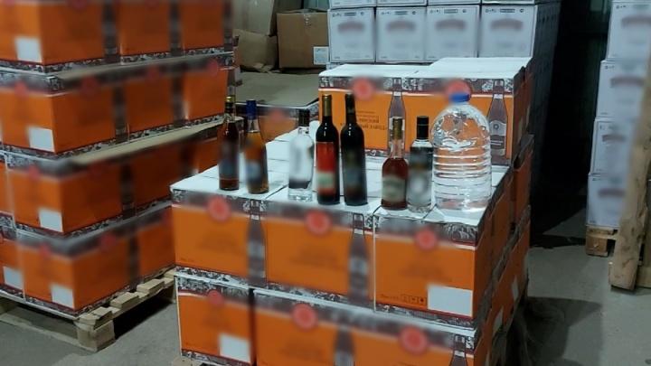 Поддельные коньяк и водку продавали в Екатеринбурге: на Урале силовики накрыли цех, где готовили алкоголь