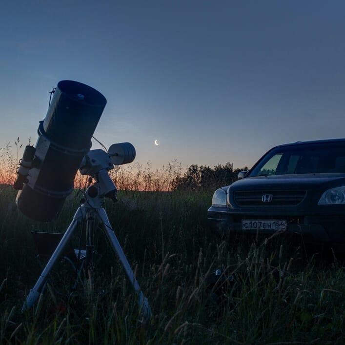 Это телескоп, на который фотограф снимает космические явления