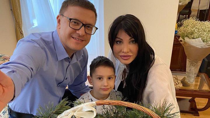 Алексей Текслер показал, как встречает Пасху с семьёй, и призвал челябинцев остаться дома