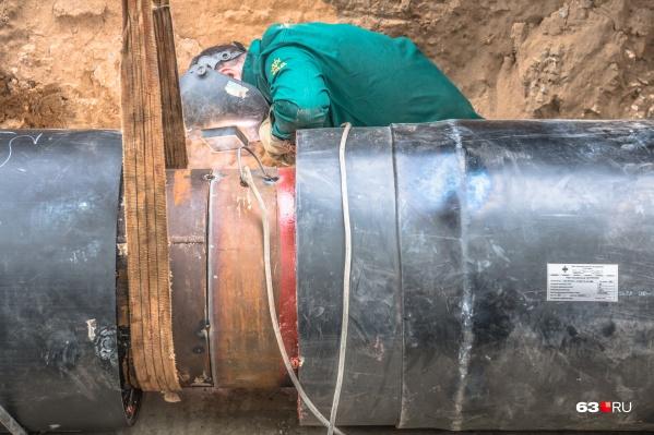 Закончить ремонт трубы планируют в течение суток
