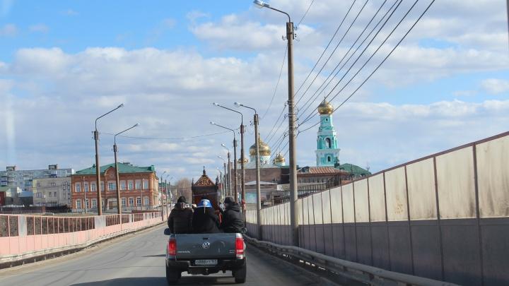 Православный пикап: в Сызрани провели крестный ход против COVID-19