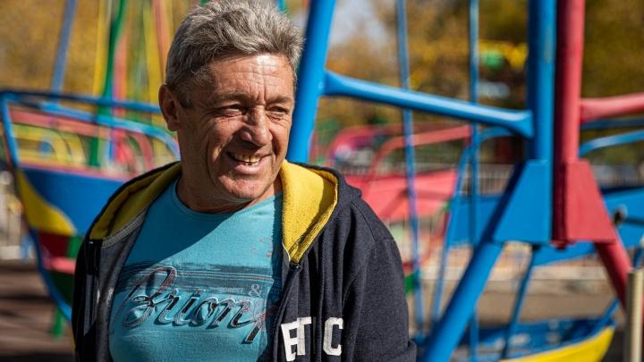 Жизнь-качели: русский немец вернулся в Сибирь после 26 лет в Германии. Он восстанавливает любимый парк