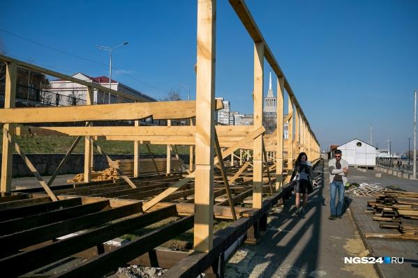 Деревянные конструкции начали возводить пару недель назад