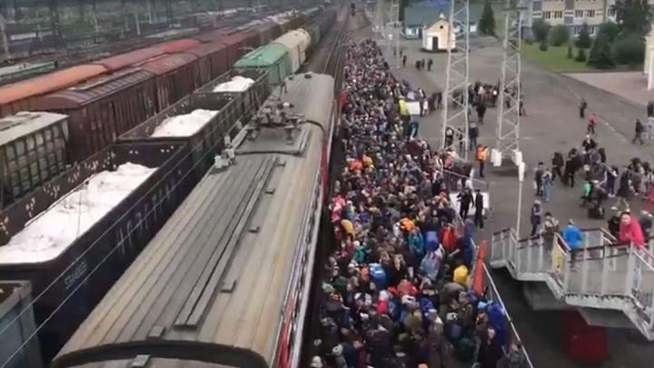 Власти Кузбасса решили увеличить число вагонов после давки в электричке