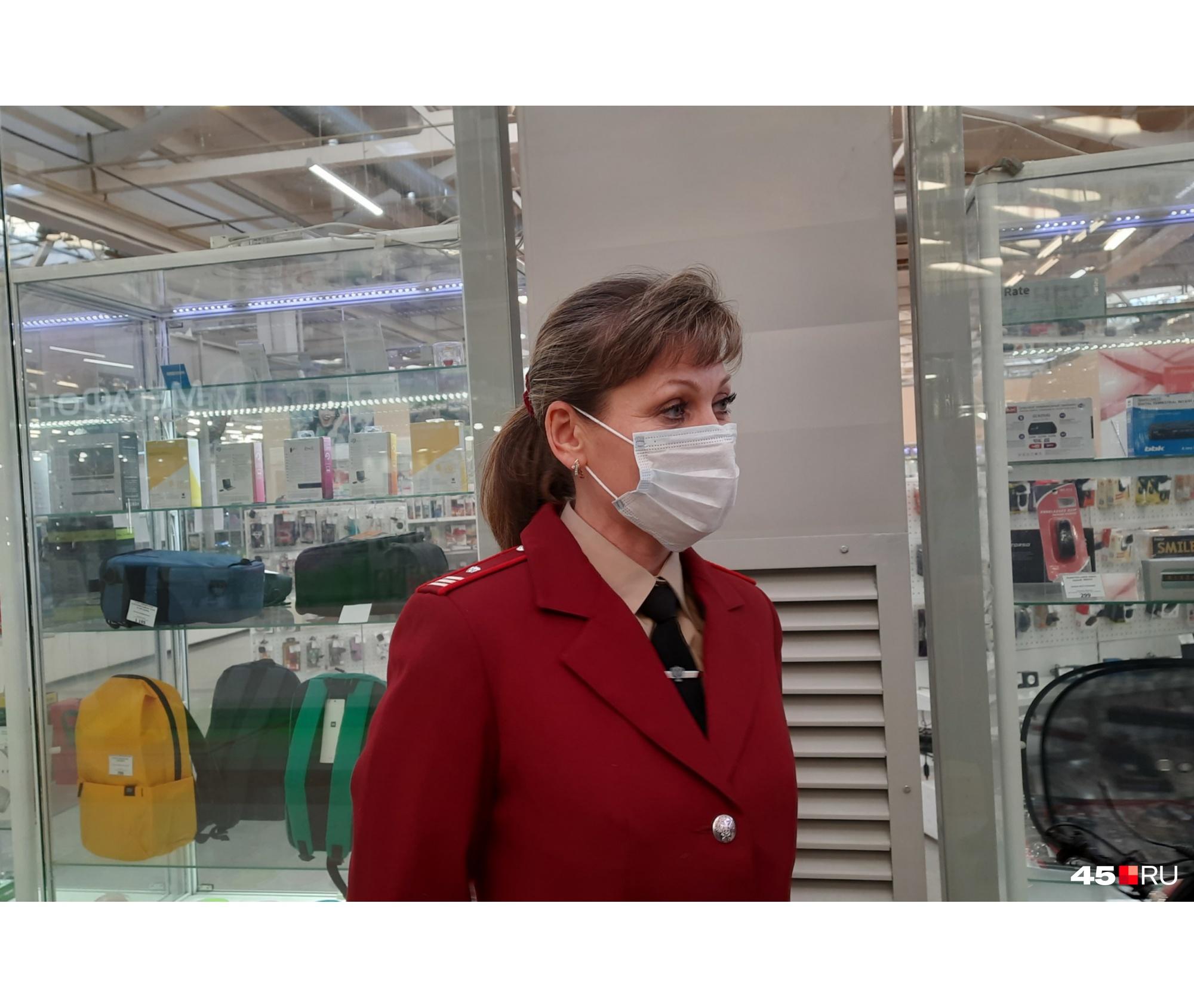 По словам Юлии Шастовой, в общественных местах Зауралья выявляют нарушения относительно мер профилактики COVID-19