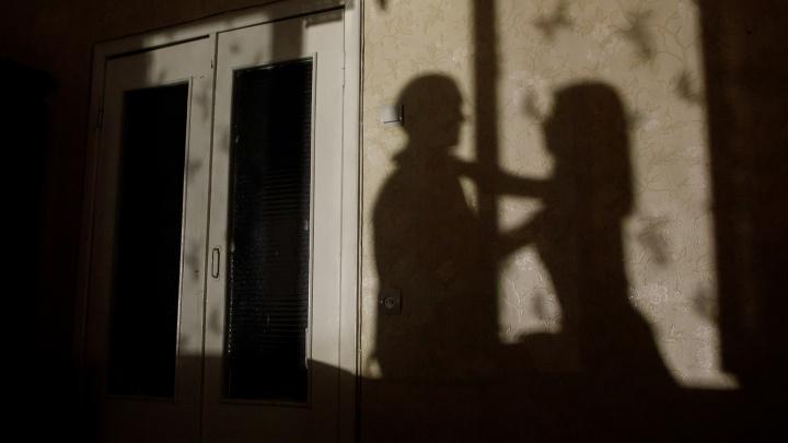 В центре Волгограда в массажном салоне обнаружили проститутку