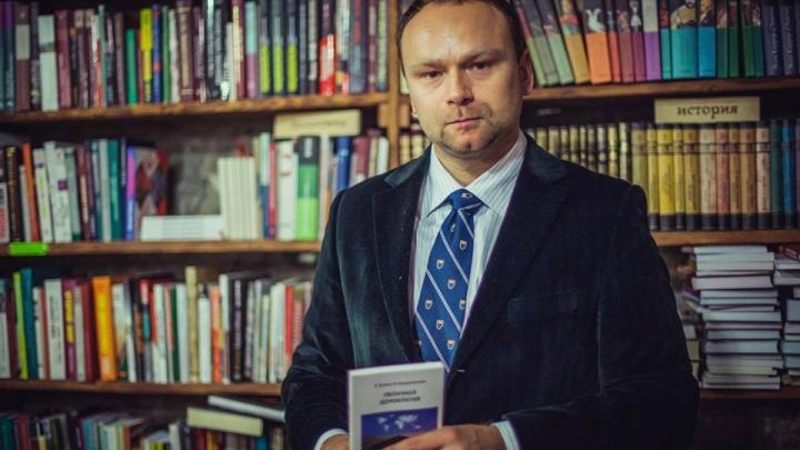 В Екатеринбурге задержали политолога Федора Крашенинникова