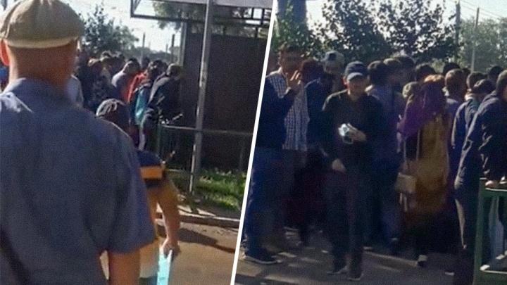 В миграционном центре по учету иностранцев прокомментировали видео с очередями