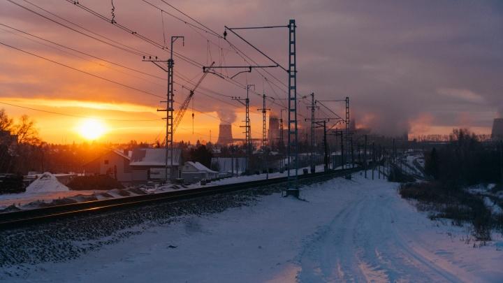 Морозное утро на омской ТЭЦ: фоторепортаж зимнего рассвета в -33