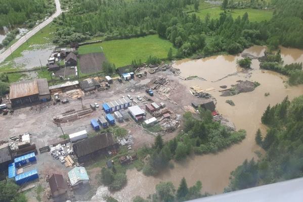 В Манском районе ведут работы по устранению наводнения