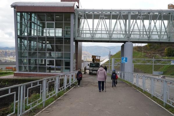 В Красноярске открылся новый алюминиевый пешеходный переход