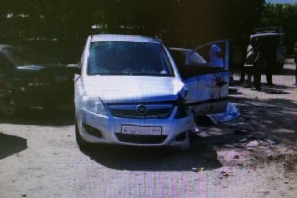 Легковушка влетала в припаркованный автомобиль