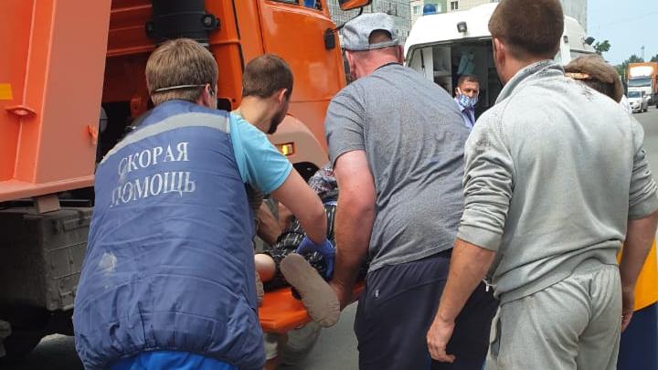В Ленинском районе пенсионерка попала под самосвал