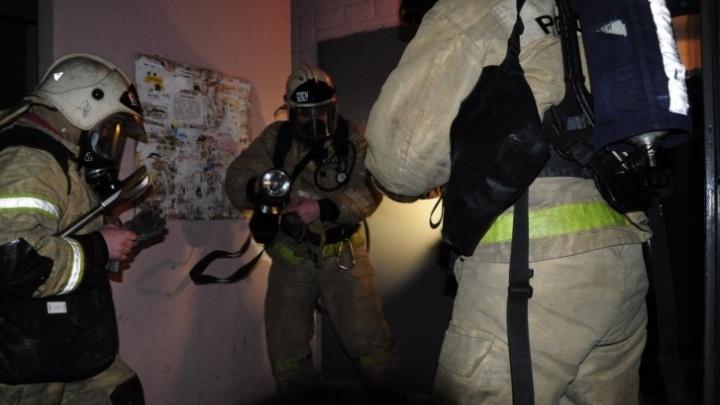 В Кургане спасли детей из пожара, произошедшего в квартире пьяного жильца