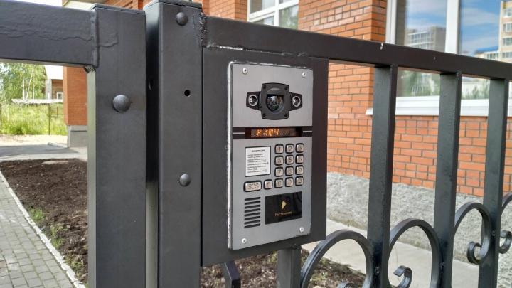 В Архангельске запустили «Умный домофон»: жильцы смогут принимать видеовызовы на своем смартфоне