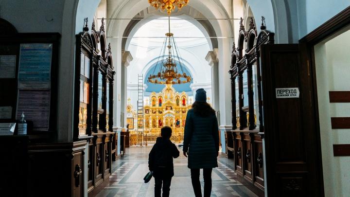 «Христос воскрес!»: прямой эфир пасхальной службы из Успенского собора в Омске