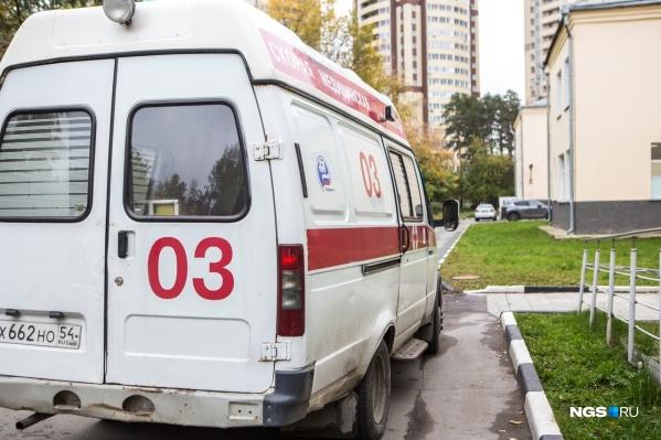 В Новосибирске работает 25 инфекционных бригад скорой помощи