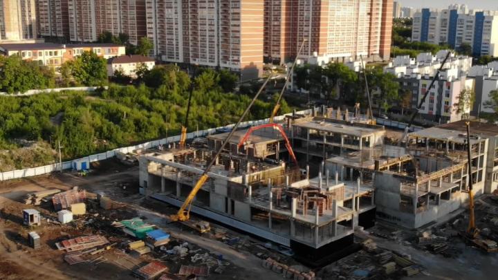 В Самаре начали возводить третий этаж будущей школы на Пятой просеке: видео
