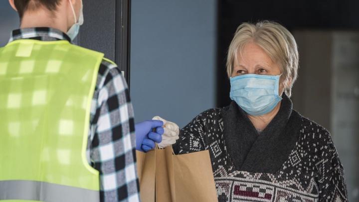 Сбербанк передал волонтерам Ростовской области 9000 защитных масок