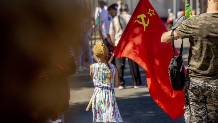 Забыли про коронавирус в этот день: шествие в честь Дня Победы по Ярославлю в самых ярких кадрах