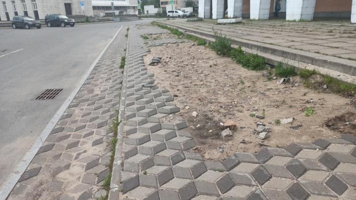 Рядом с Музеем изо на площади Ленина отремонтируют тротуар
