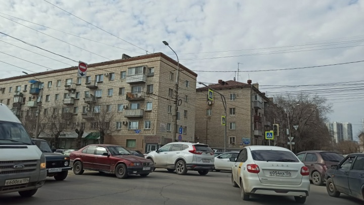 Дорожников предупредили: в центре Волгограда из-за плановых работ на сетях погасли светофоры