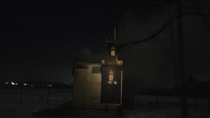 Поселок под Екатеринбургом в мороз остался без света из-за пожара