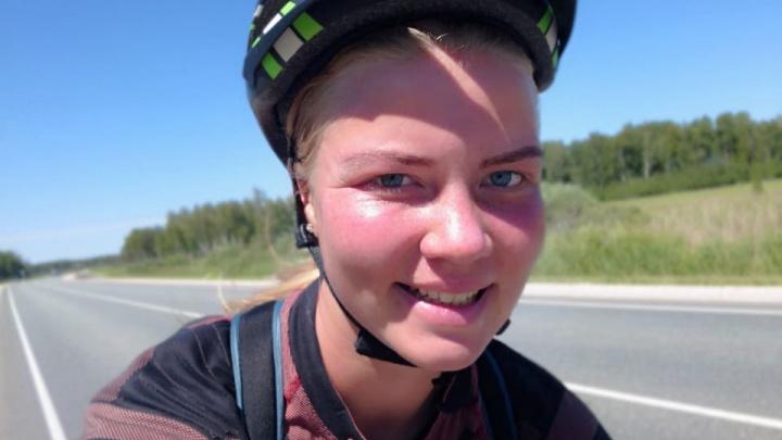 «Мимо фуры проносятся, свобода, адреналин»: екатеринбурженка проехала полстраны на велосипеде