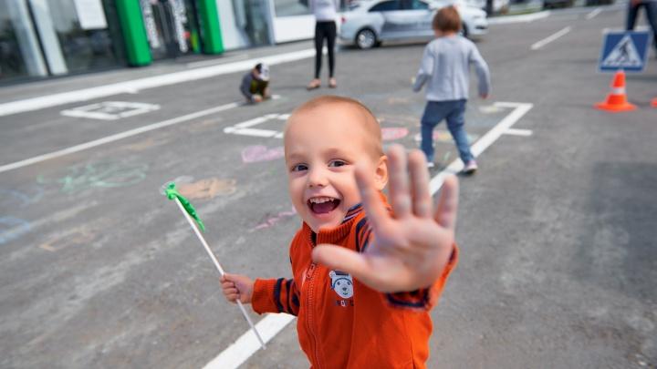 Юным владельцам самокатов, велосипедов и роликов выдадут детские водительские права