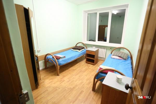 В обсерваторе 49 челябинцам предоставили вот такие комнаты с четырехразовым бесплатным питанием. Но туристы оказались недовольны