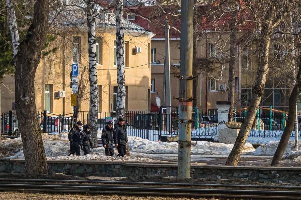 Возможно, патрули, которые сейчас ходят по городу, уже отрабатывают ужесточение мер