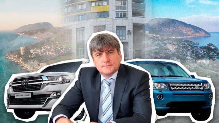 Четыре квартиры, особняк и три элитных иномарки: выяснили, чем владеет экс-замминистра ЖКХ Башкирии