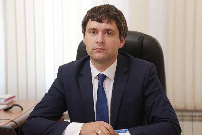 На вопросы ответил министр цифрового развития края Николай Распопин
