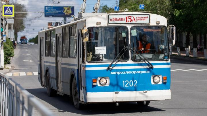 В центре Волгограда вспыхнул троллейбус