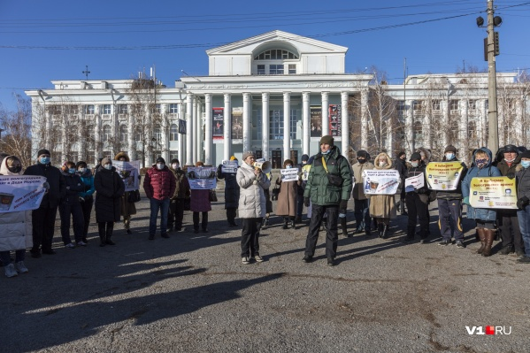 По данным организаторов, на собрание пришли порядка 200 человек
