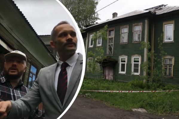 Первый свой выход к простым людям депутат Мандатов сделал в районе со старыми деревянными домами