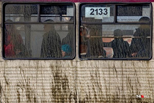 Рисунок на борту этого трамвая навевает мысли о несварении желудка у слона